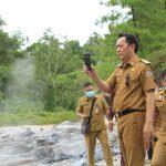 >> Walikota Caroll Senduk, meninjau lokasi Wisata Air Panas Belerang Lahendong.