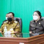 >> RD dan Ketua DPRD mengikuti pengarahan Presiden secara virtual di kantor Bupati.