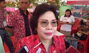 >> Kepala Dinas Dikda Sulut dr Grace Punuh MKes.