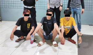 >> Ketiga remaja saat diamankan di Mapolresta Manado.