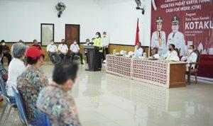 >> Walikota saat menyampaikan sambutan.