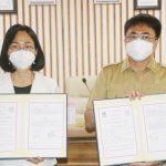 >> Wali Kota Manado dan Rektor Unsrat menandatangani perjanjian kerjasama.