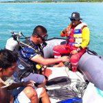 >> Tim Basarnas Telusuri Keberadaan Korban Agustin Piarame di perairan pantai Labuan Uki.
