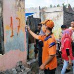 >> Pendataan rumah-rumah penduduk yang mengalami kebakaran di Pasar Tua.(ist)