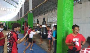 >> Atlet Pelatda Muaythai saat berlatih di Tondano.