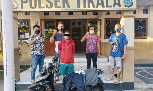 >> Pelaku berserta dengan barang bukti sepeda motor diamankan di Polsek Tikala.