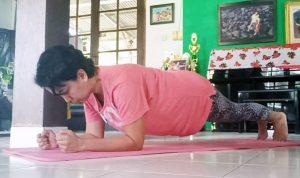 >> Pingkan Mandagi cs terpaksa hanya bisa berlatih fisik di Manado karena belum ada dukungan pesawat.