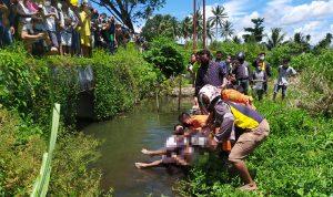 >> Proses evakuasi korban oleh Tim Basarnas.